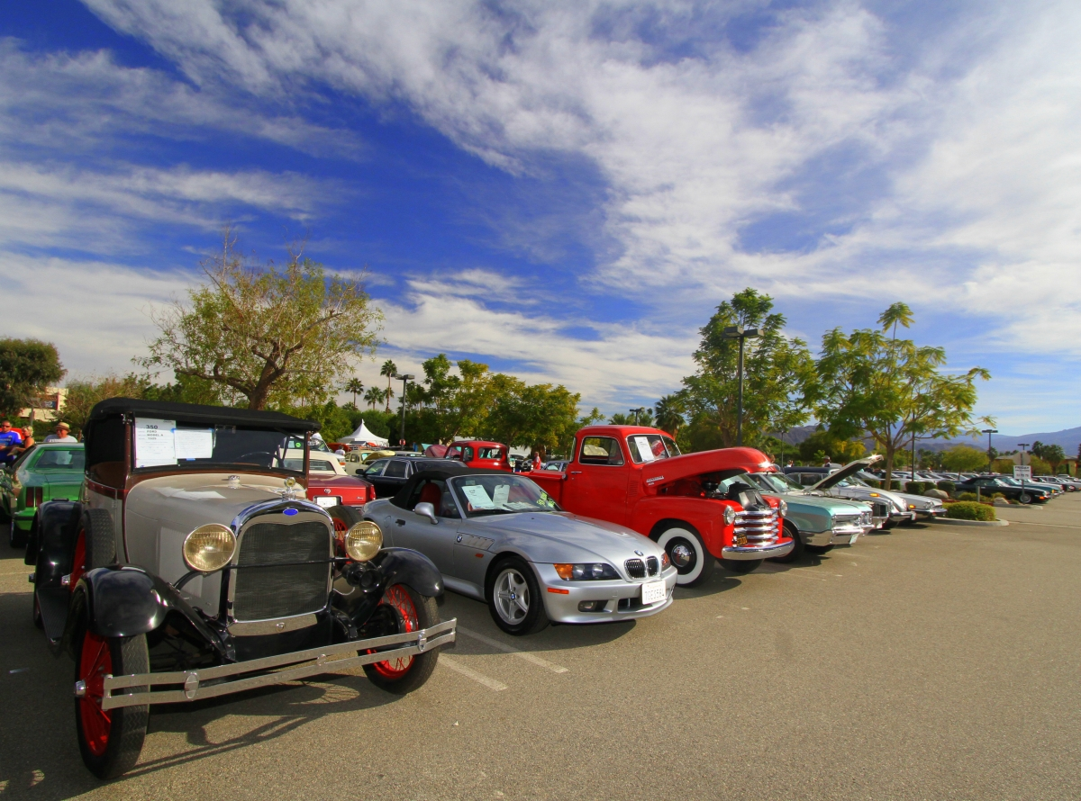 Nearly 600 cars auctioned 57th mccormick s palm springs for Exotic motor cars palm springs