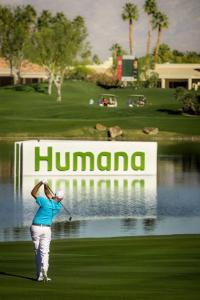 Stewart Cink gets on in two on the par 5 18th at the 2014 Humana Challenge