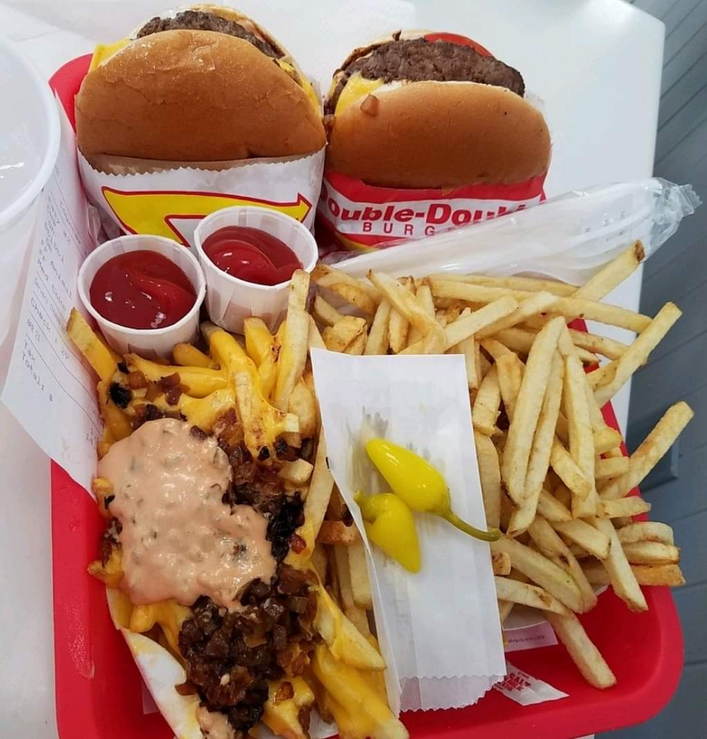 #RanchoMirage could soon get its first In-N-Out Burger with a drive thru... for reals.... 🍔🍟🥤