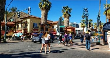 Stroll Thru the Heart of Palm Springs!